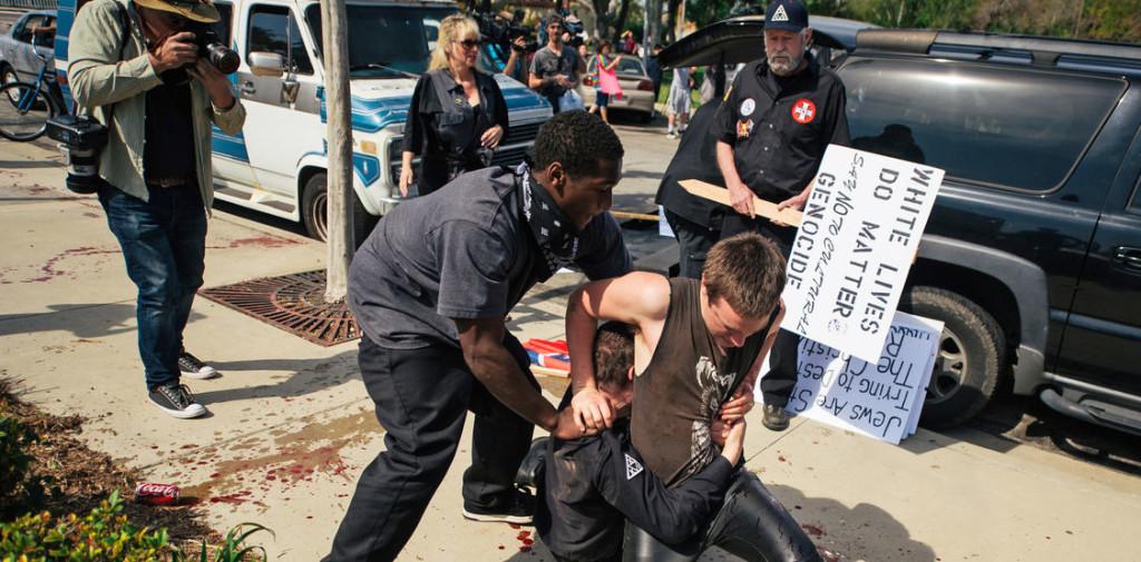 Ku_Klux_Klan-protestas-Anaheim-California-racismo-Estados_Unidos_LNCIMA20160228_0142_3