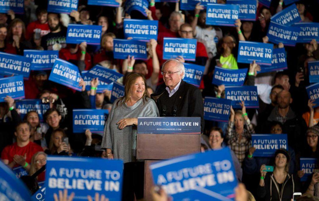 Bernie_Sanders_Iowa_crowd_ap_img