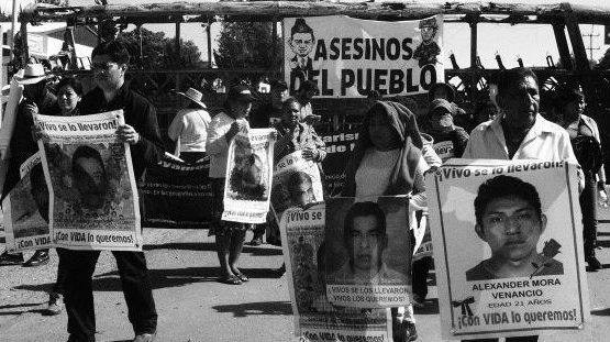Parents of the disappeared students from Ayotzinapa make solidarity visit to Nochixtlán.