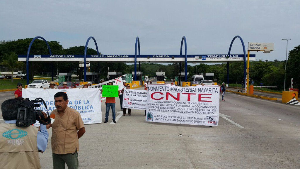 Toll plaza takeover on Nayarit-Sinaloa highway.
