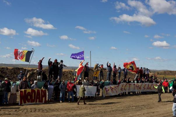 dakota-access-pipeline-banners-08a322b158b00ca3a58434b652fc629dc9abb0d2