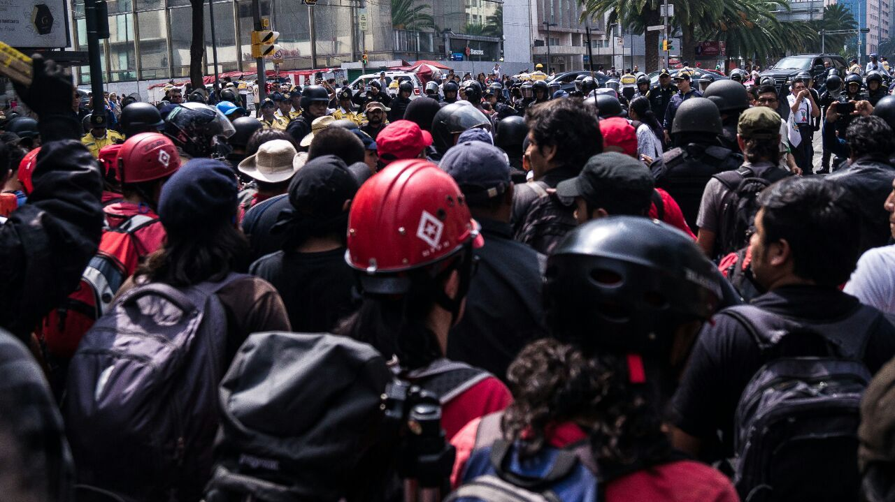 combative-mexico-city-march-tlatelolco