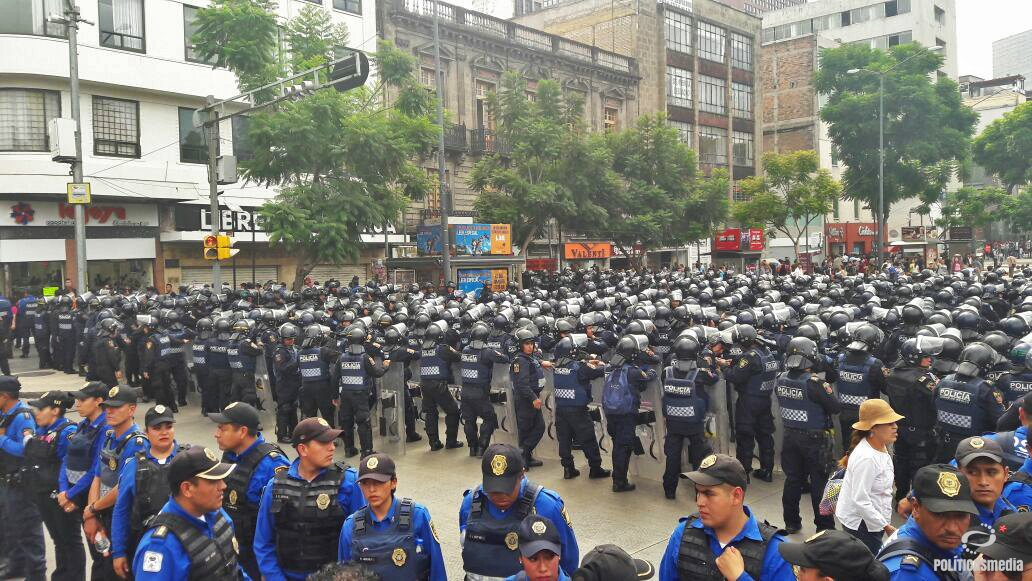 police-tlatelolco-march