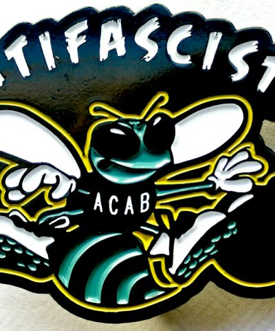 Antifascista enamel hornet pin
